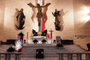 Wystrój kościoła w dniu Święta Niepodległości