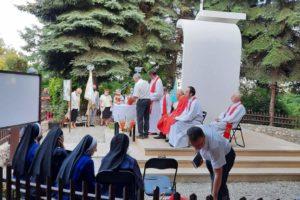 Msza przy kaplicy Matki Bożej Łaskawej